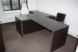 Корпоративный стиль офиса поддерживают яркие кресла BURO CH-897AXSN известные своим удобством и надёжностью в эксплуатации.
